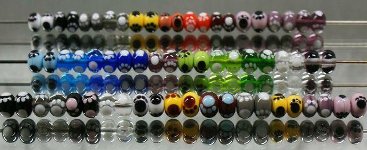 tassuhelmiä - paw beads