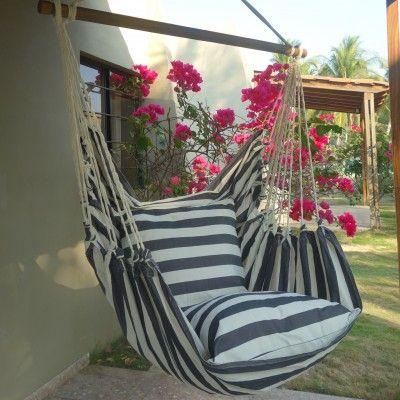 hangende stoel XL in zwart wit design. Bestel je hangstoel bij Maranon. De specialist in hangmatten en stoelen sinds 1981.
