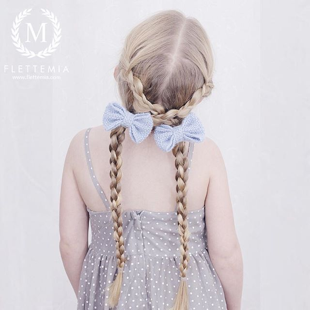 """Kryssede ujevne treerfletter og runde firerfletter.  Strikkede sløyfer etter oppskrift fra #FlettemiasFavoritter / Uneven three strand braids criss-crossed into round four strand braids.  Knitted bows after pattern from my book"" Photo taken by @flettemia on Instagram, pinned via the InstaPin iOS App! http://www.instapinapp.com (01/04/2016)"