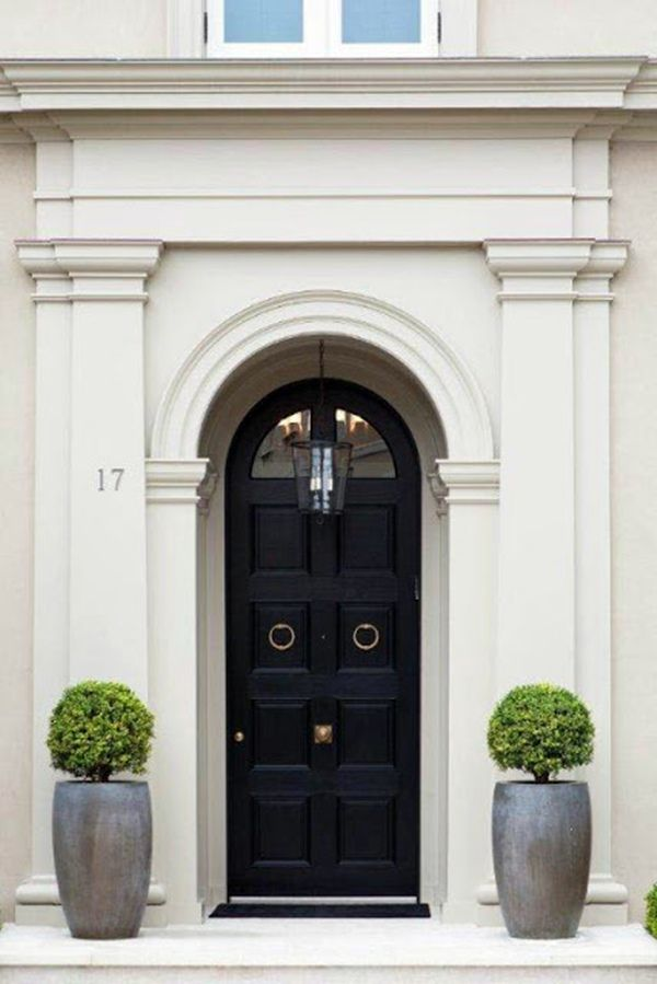 Formal symmetry at this door. The containers are perfectly balanced with just the right shape and size of the boxwoods.