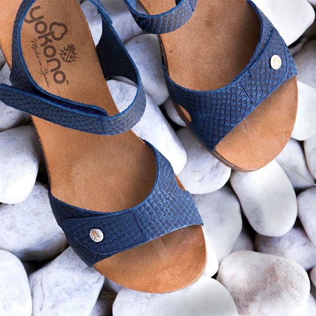 87769f4edf Sandalias para mujer en color azul marino. Características:con cierre de  velcro, cuña 5 cm, zapato de estilo casual, suela de goma termoplástica, ...