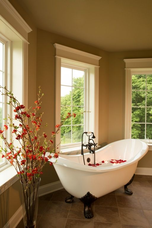 Omg I Love That Claw Foot Tub Traditional Master Bathroom Found On Zillow Digs