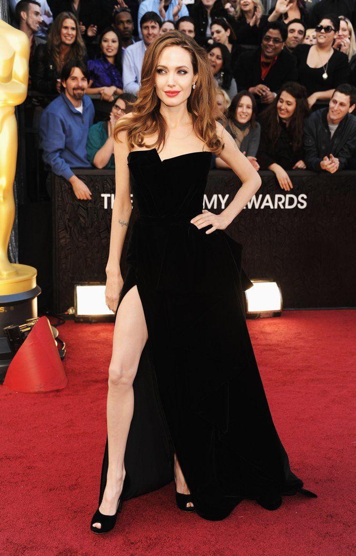 Pin for Later: Ist das Hochzeitskleid Angelina's bester Look von Versace? Angelina Jolie bei den Oscars 2012