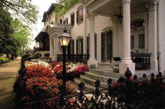 Paula Deen names her favorite 10 places to eat, explore and shop in Savannah!