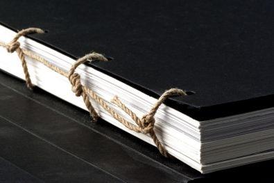 Rilegatura a corda intrecciata  Seguiteci su http://www.bandecchievivaldi.com #Arte #Typography #Cataloghi #Graphic Design #Photography #Fotografia #PhotoBook