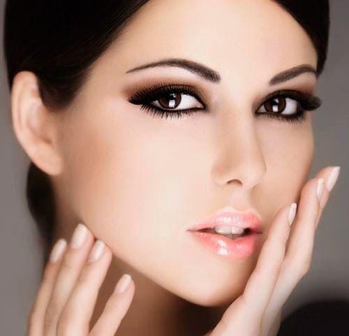 Τα καλύτερα χρώματα eyeliner για καστανά μάτια