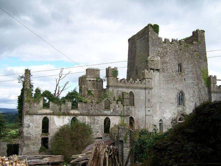 Castelo do salto, na IrlandaO local é tido como um dos castelos mais assombrados do mundo e tem uma longa história de mortes horríveis'