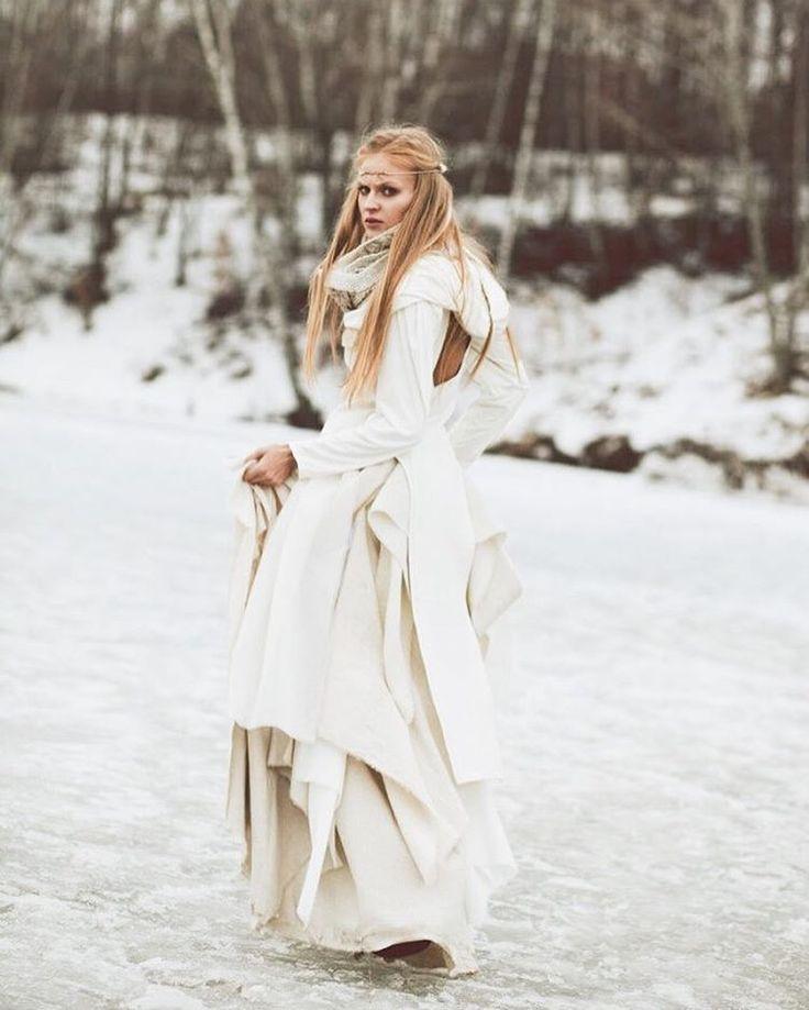 .  одежда и украшения @azarova_tommy - @kalevala_wear  фото @alllinaangelina  макияж @mashenka09  #photooftheday #nord #scandinavian #knitting #knitwear #craft #handkrafted #inspiration #texture #kinfolk #kinfolklife #myuniverse #design #vikings #kalevala #калевала #скандинавия #север #викинги #фактура #ремесло #ручнаяработа #севернаядуша #русскийсевер #русскийдизайнер #деложизни #дизайнертамараазарова