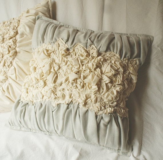 1000+ images about Passion for Pillows on Pinterest Vintage fabrics, Shabby chic and Vintage ...