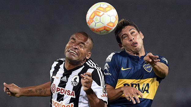 Boca Juniors de Argentina goleó 5-1 al venezolano Zamora y quedó virtualmente clasificado a los octavos de final de la Copa Libertadores 2015, en partido de la cuarta fecha del Grupo 5 disputado este martes en Barinas (suroeste de Venezuela).