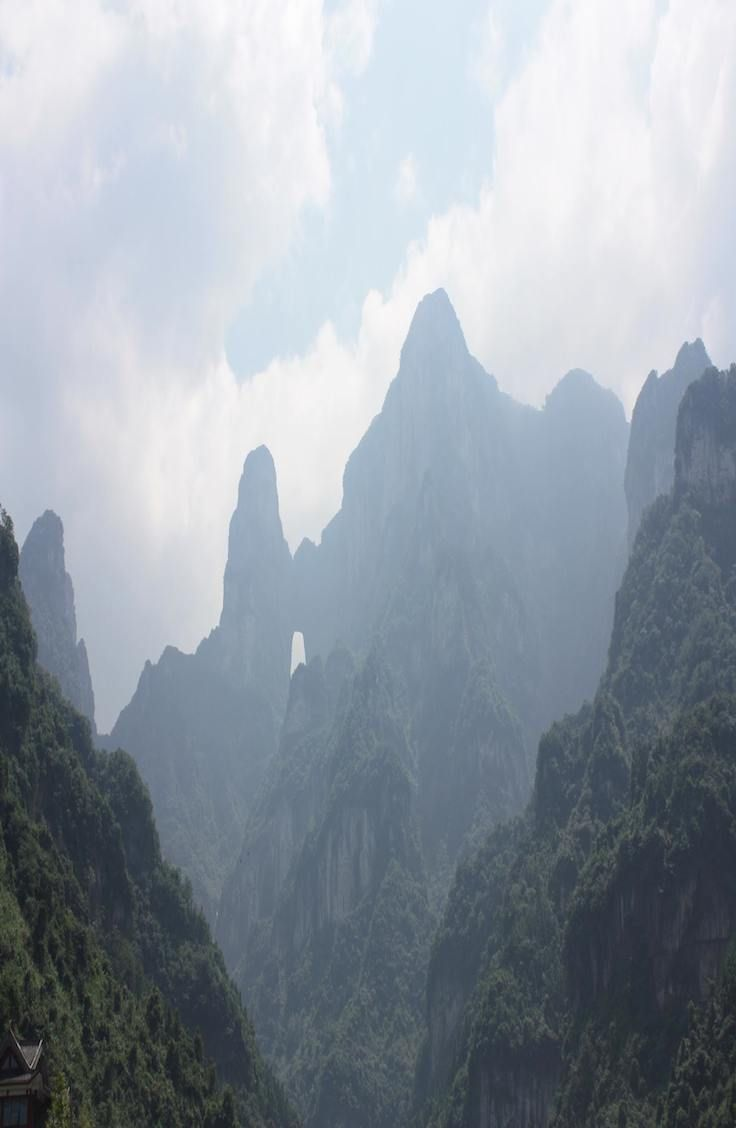 Complete guide to Avatar Mountain. Zhangjiajie, China.