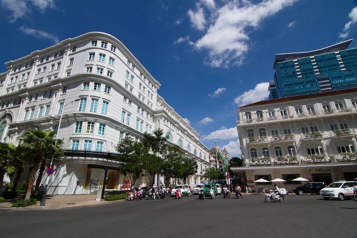 Alışveriş olmadan tatil olmaz! Dong Khoi Caddesi'nde herkese uygun bir şey var. Tek yapacağınız caddeyi boydan boya dolaşıp dilediğiniz ne varsa satın almak! #travel #uzakdoğu #siamtur #siamturizm #fareast  #tatil #tur #tour