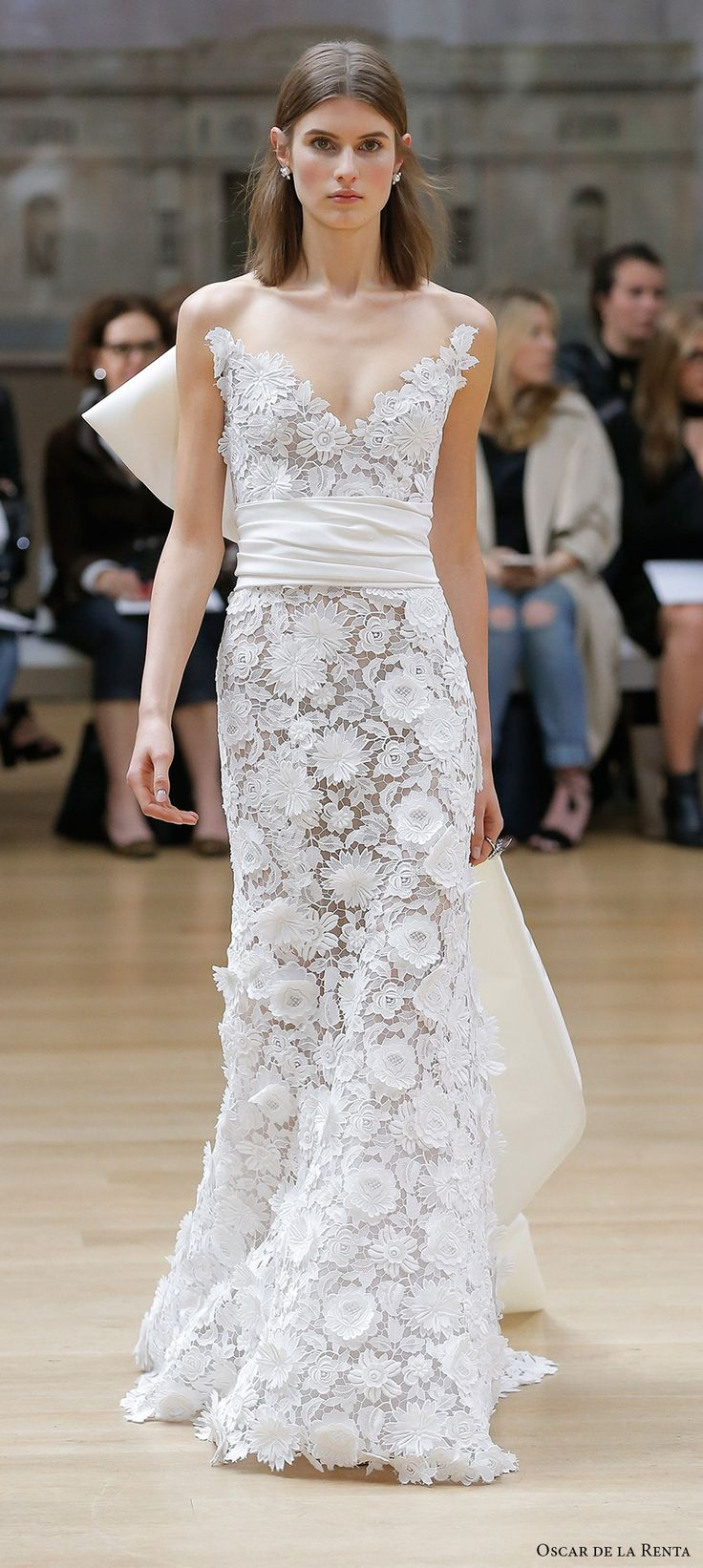 Oscar De La A Spring 2018 Bridal Strapless Sweetheart Neckline Full Embellishment Eleagnt Fit And Flare Wedding Dress Sweep Train Mv