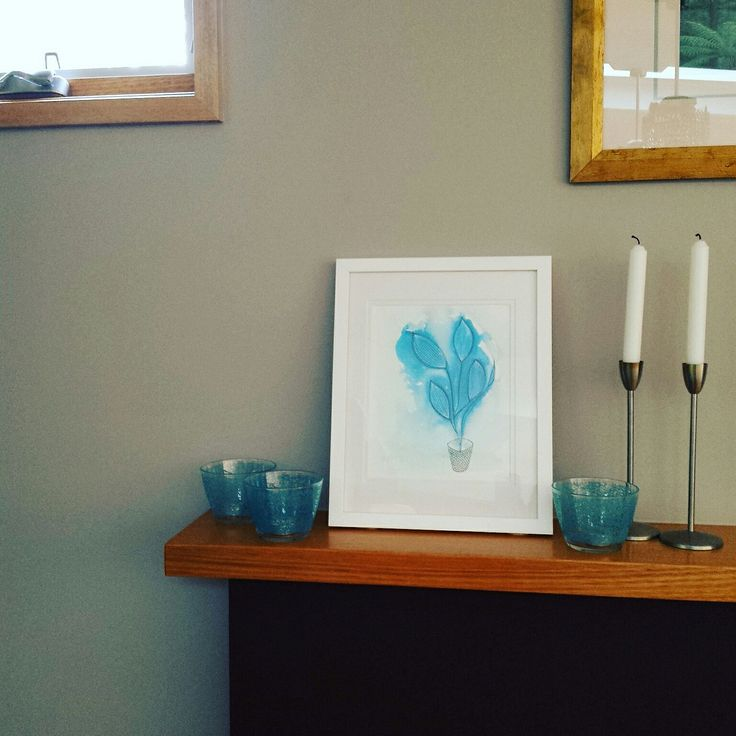 A4 size print in white on white frame, I'm loving it on my mantle with the grey wall behind. 😊