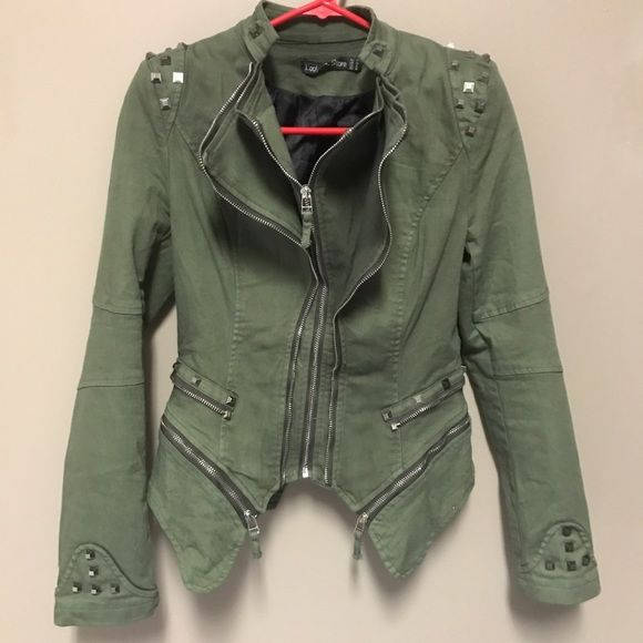 Shop Women's Lookbook Store Green size 6 Blazers at a discounted price at Poshmark. Description: Studded Denim Blazer Jacket - size 6, green, never worn, NWOT. As seen on Jaclyn Hill. I bought this in a 6 and an 8. The 6 was too tight on my arms so I kept the 8.. Sold by kinsey_lou. Fast delivery, full service customer support.