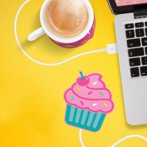 Mai più bevande fredde! Ecco una fantastica #ideaRegalo per #natale2016: lo scalda-tazza USB! http://www.ideeregalo.club/regali/scaldatazze-usb-cupcake/