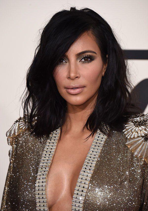 Desde a cerimônia do Grammyquando Kim Kardashian apareceu com novo corte de cabelo já vi milhares de reproduções das fotos do novo haircut da Senhora West nas mídias sociais, em sites e blogs mundo afora. E de verdade, achei justo! Amei!!! Ficou tão mais moderna e chique. E Kim não foi a única, hoje me …