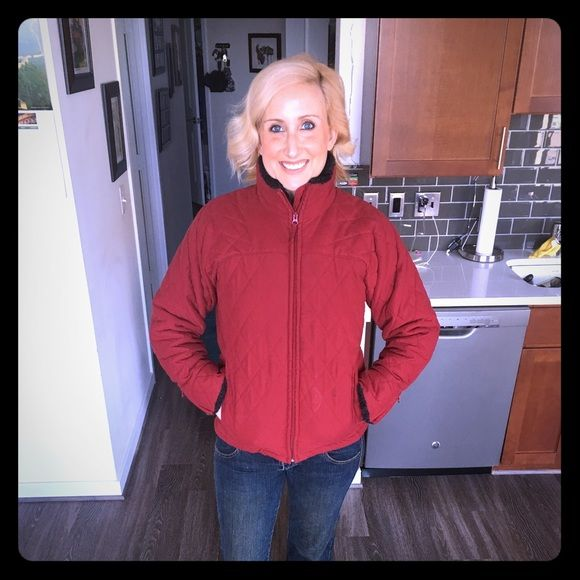 Red Puffer Columbia Coat, Excellent condition! SUPER WARM Red Columbia Coat. Excellent Condition! Faux Fur Collar, sits right at hips Columbia Jackets & Coats Puffers
