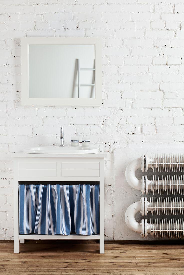 PHOTOGRAPHY: Jola Skóra / STYLIST: Agnieszka Turosieńska #bathroom #accessories #washbasinconsole #grey #mirror #lustro #white #ladder #design