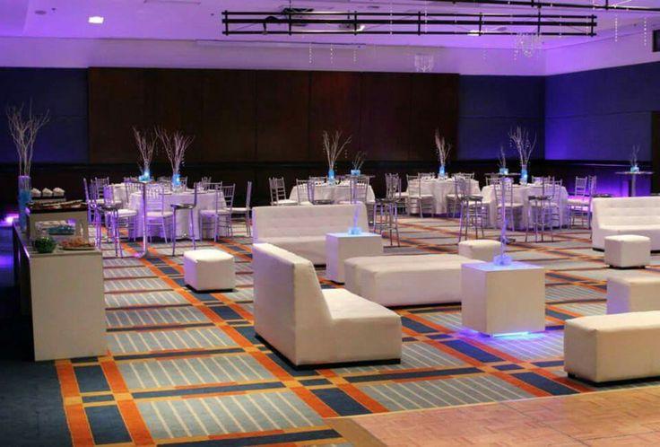 Salas Lounge para fiestas temáticas. Decoración por Fecha Memorable.  Cotiza en nuestro website: fechamemorable.com