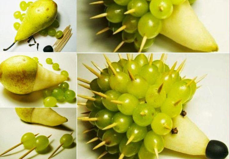 Jak zrobić jeża z gruszki i winogrona.  Źródło: fanpage foodstyle.com