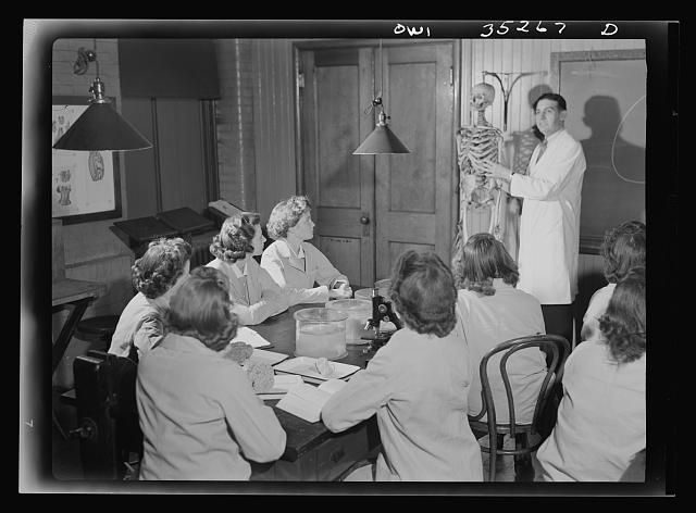 Johns Hopkins Hospital, Baltimore, Maryland. Student nurses learning anatomy. As you'll notice, these student nurses are actually Probationers, because Anatomy is very early training, and there are no caps being worn, yet.