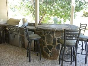 Flagstone outdoor kitchen idea