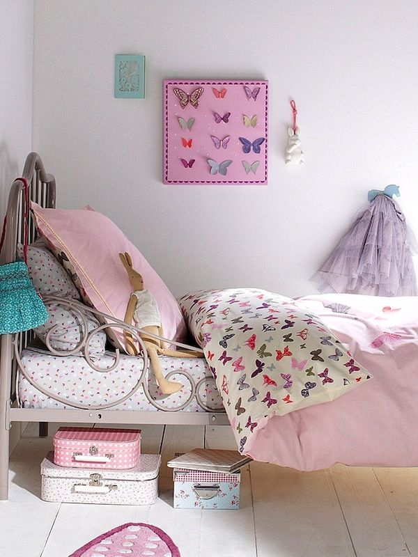 Mommo design girly decor for Girly wallpapers for bedrooms
