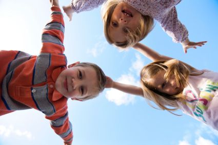 Como manter crianças em idade pré-escolar ativas Saiba como fazer mais coisas em http://www.comofazer.org/criancas/como-manter-criancas-em-idade-pre-escolar-ativas/