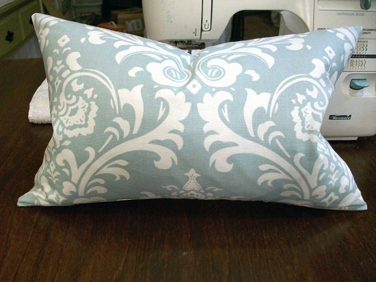 How to sew a basic throw pillow. Good tutorial for us non-sewers. Only wish…
