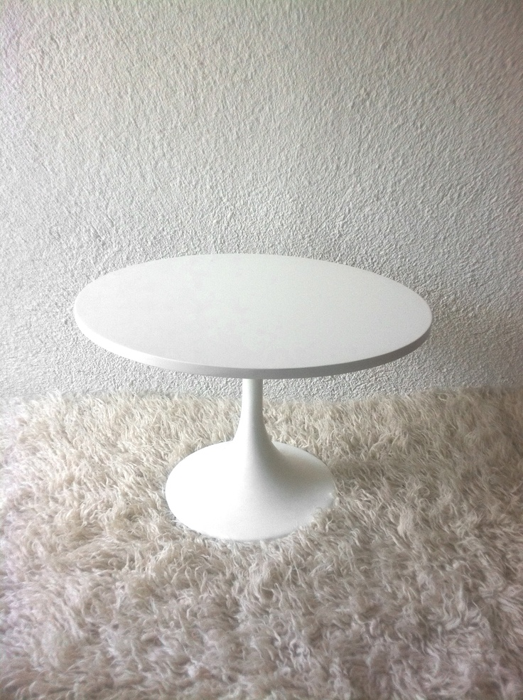 """""""tulip"""" type coffee table newly lacquered in white"""