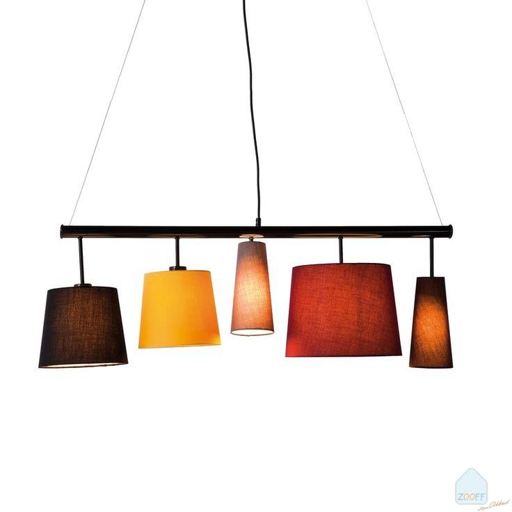 Kare+Design+Parecchi+Hanglamp+100+-+Het+ontwerp+van+de+100+centimeter+brede+Kare+Design+Parecchi+Hanglamp+is+gebaseerd+op+de+klassieke+lampenkap.+De+vrolijke+designs+en+moderne,+frisse+kleuren+van+de+lampenkappen+worden+gecombineerd+met+verrassende+toepassingen+van+plafond-+en+wandhouders.+De+horizontale+Hanglamp+bestaat+uit+5+verschillende+katoenen+lampenkappen+en+hangen+stuk+voor+stuk+op+verschillende+hoogtes+aan+het+moderne,+metalen+frame…