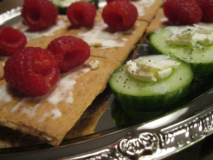 Fruit cracker and cucumber canape