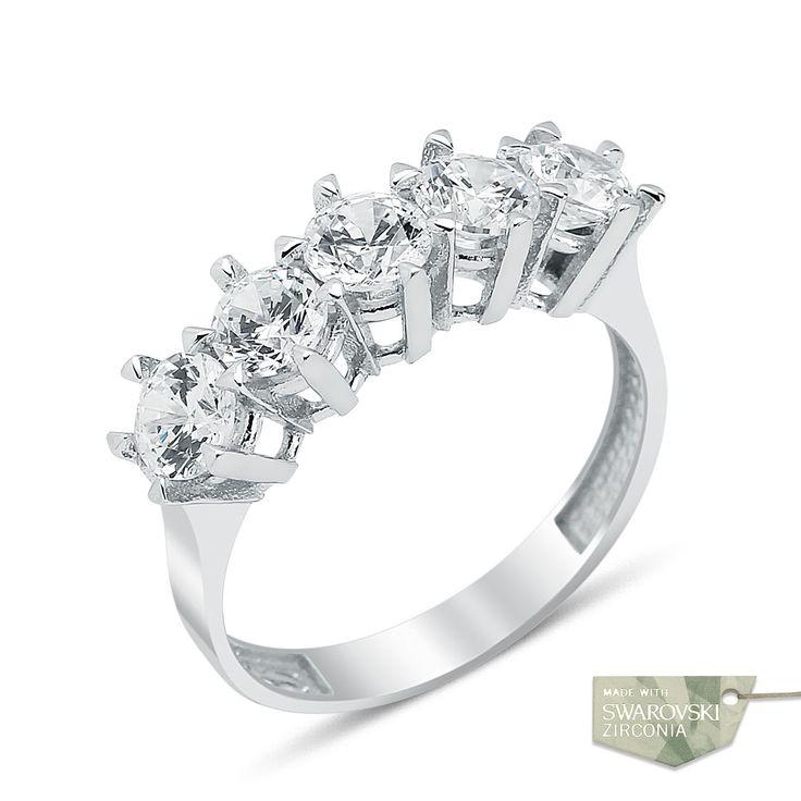 Bayan Gümüş Yüzük Beştaş  Swarovski taş, en değerli taşlardan bir tanesi ve özellikle aksesuarlar bu taşın çok daha fazla kullanıldığını görebiliyoruz. Etkileyici görüntüsü ve sağlam yapısı ile fark yaratacak bir ürün var karşınızda.   #gümüş #alyans #çelik #yüzük #ring #wedding #evlilik #düğün #söz #nişan #mygumus #mygumuscom #çift #erkek #kadın #woman #man #moda #takı #jewellry #tektaş #beştaş