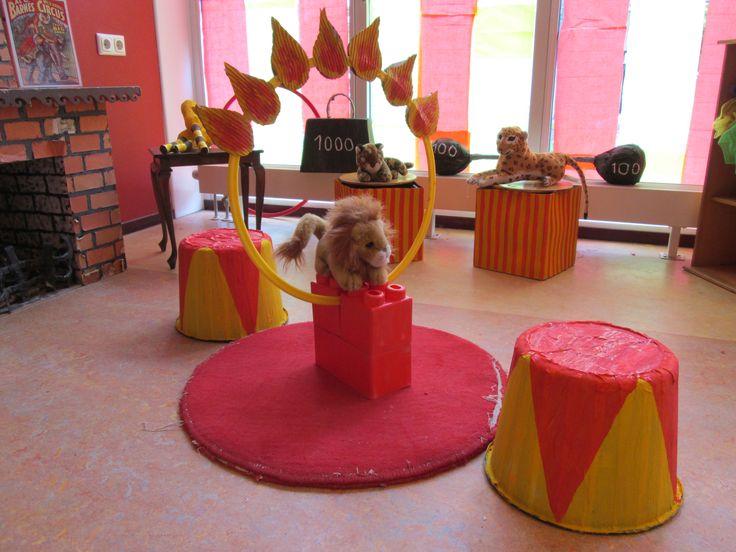 Leeuwen in het circus. Themahoek Circus Nutsschool Maastricht.