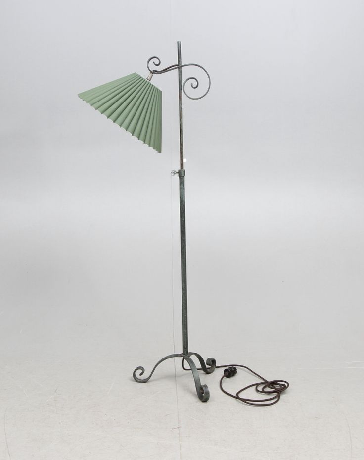145818. GOLVLAMPA, smide, 1900-tal. – Auctionet