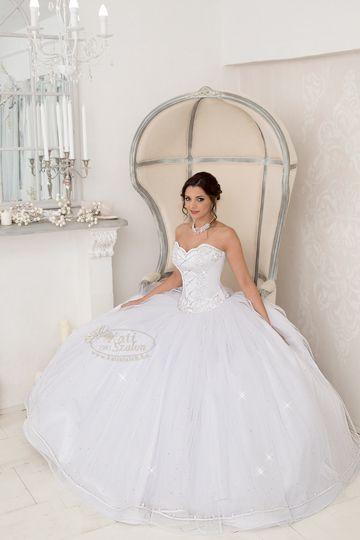 224- hercegnős esküvői ruha, felsőrésze sujtással és Swarovski kristállyal díszített