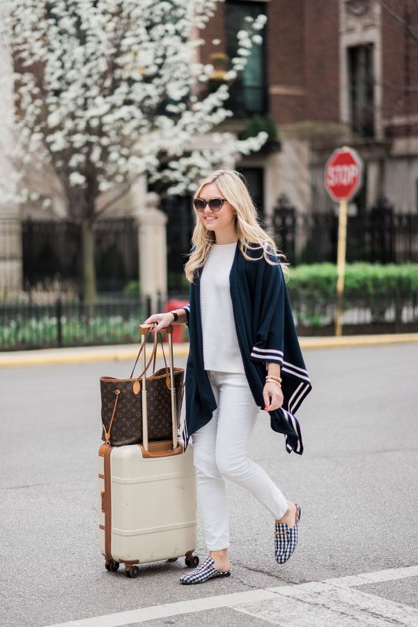 Cute Travel Outfit // What to Wear for a Travel Day
