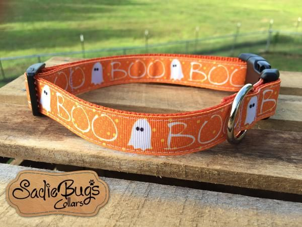 This Ghost dog collar is perfect for fall and Halloween. Choose your nylon backing color, and plastic/metal/metal engraving options. (Photo shown with a plastic