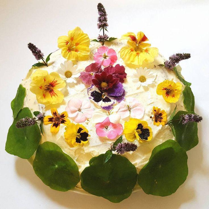 A beautiful botanical Hummingbird Cake in honour of tonight's Great British Bake Off: http://thefatfoodie.co.uk/2016/09/28/hummingbird-cake/ #thefatfoodie #GBBO #bakeoff #extraslice #bakealong #cake #cakes #baking