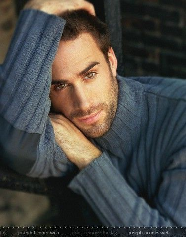 Aengis Shea, faced by Joseph Fiennes