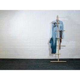 Die besten 17 ideen zu kleiderst nder holz auf pinterest - Handtuch regal selber bauen ...