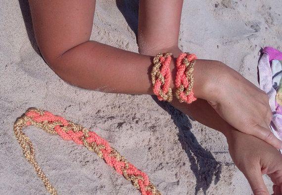 Collar de ganchillo + dos pulseras Naranja + amarillo Diseño original Conjunto hecho a mano, Conjunto de punto Conjunto ganchillo Sistema de la joyería Hermosa ganchillo collar y dos pulseras hechas de hilo de algodón de colores naranja y amarillo. Atado en la parte posterior. Muy ligero,