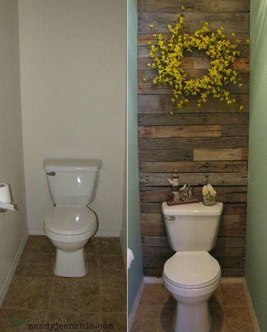 Déco WC avec des matériaux de récupération. Mur de la cuvette recouvert de lames de parquet récupérées et murs peinture verte