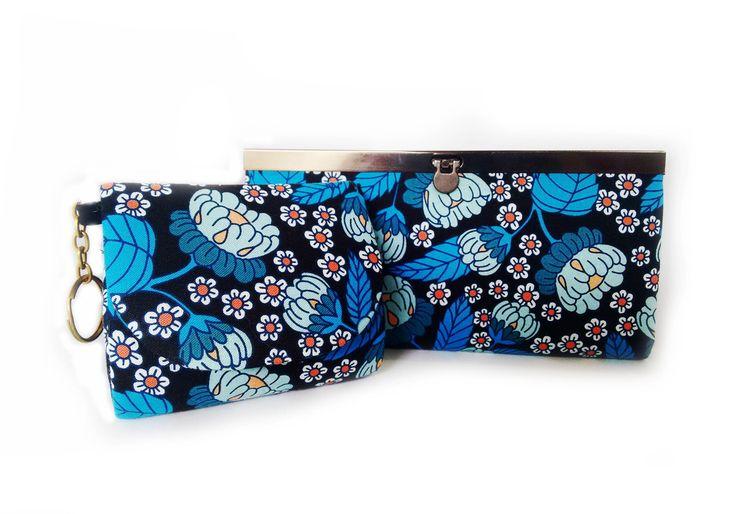 Kit sugestivo para presentear ou renovar sua carteira e sua moedeira! Peças confeccionadas artesanalmente com tecido importado de alta qualidade. <br>Carteira com 4 divisórias mais um bolso zíper central, medidas 19cmX10cm <br>Moedeira com 10cmx8cm, possui uma alça de chaveiro e pode ser pendurada na bolsa ou onde vc preferir!