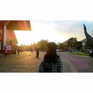 untuk sesaat aku merasa keren, merasa keren lho ya, merasa, merasa...merasa doang .-. taken by : pak hasan a.k.a girang ,  #beautiful #sunset
