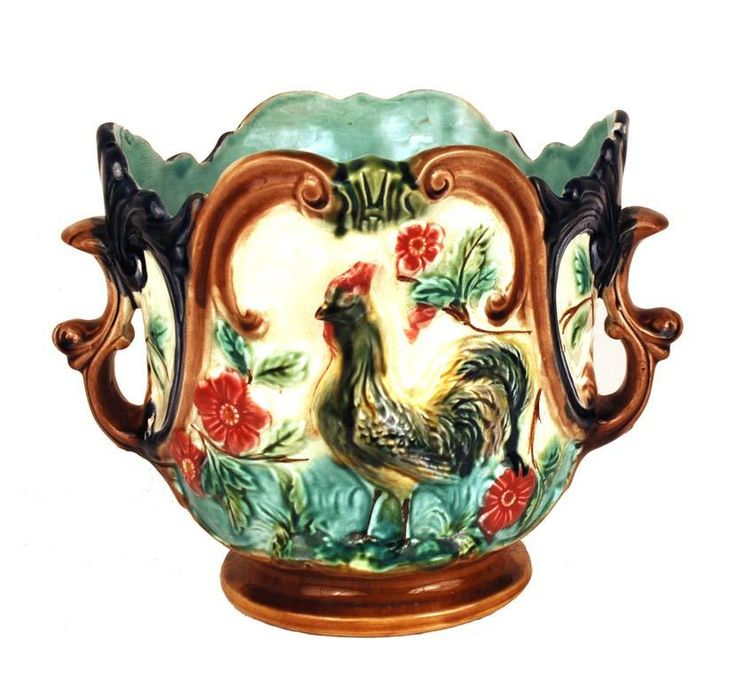 A beautiful piece of fine French majolica/barbotine, it dates from 1890 and comes from Avignon, France.