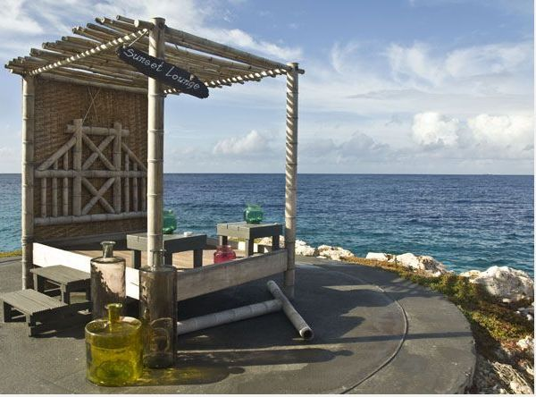 Boutique resort, ontworpen in een romantische Aziatische stijl, gelegen te midden van een prachtige tropische tuin, die het gevoel creëert van rust en van privacy. Ervaar comfort en elegantie in een ontspannen setting bij Baoase Luxury Resort. Geniet van de uitstekende service en culinaire verwennerijen of van een tropische cocktail aan het strand.  9-daagse vliegreis al mogelijk vanaf  € 1.699,- p.p. Bel of mail mij voor meer  informatie. 06 46487871