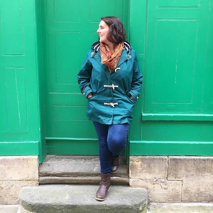 On a walk round Oxford today. Decided to take this pic mainly because the wall match my coat! No other reason. #greencoat #oxfordlife #easter #weekendtourist #green