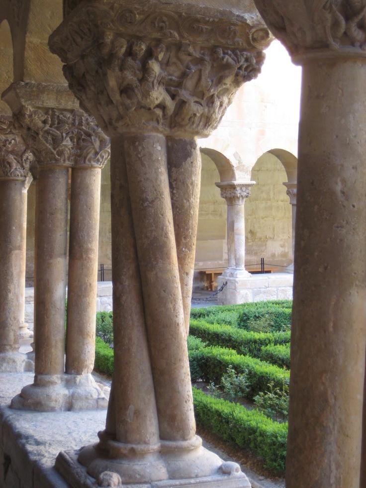 Capiteles y columnas romanicas del Monasterio de Silos
